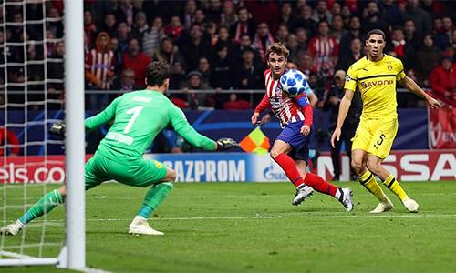 Nếu không nhờ Burki chơi xuất thần, Dortmund còn thua đậm hơn. Ảnh: Reuters.