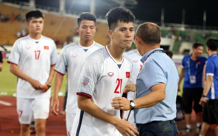 Cầu thủ Việt Nam sẽ có lợi thế về thể lực và điều kiện thi đấu trong cuộc tiếp đón Malaysia hôm 16/11. Ảnh: Đức Đồng.