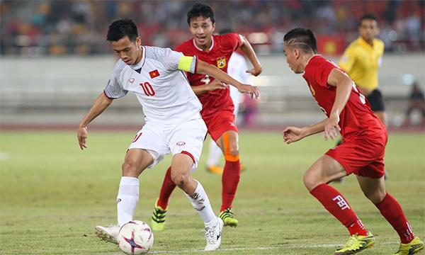 Văn Quyết trong trận thắng Lào 3-0 tối 8/11.