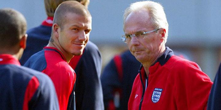 Eriksson (phải) thời còn dẫn dắt đội tuyển Anh. Ảnh: AP.