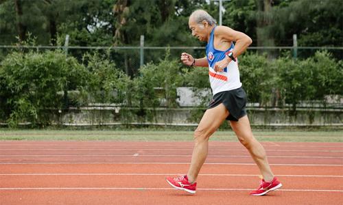 Bí quyết chạy bền của cụ ông 81 tuổi người Hong Kong - Thể Thao