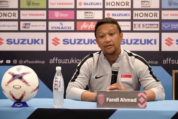 Singapore của Fandi Ahmad đánh mất lợi thế thắng Indonesia ở trận đầu bằng thất bại trên sân Philippines. Ảnh: Reuters