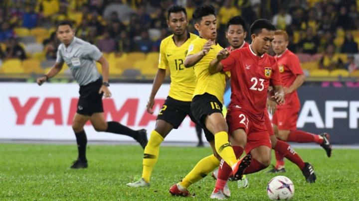 Mahinan (số 12)bị chỉ trích vì không đóng góp nhiều cho khả năng tấn công của Malaysia. Ảnh: AP.