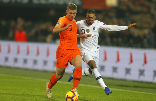 Mbappe không tạo được đột biến trước hàng thủ Hà Lan. Ảnh: Reuters