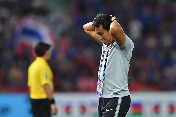 Bima Sakti tỏ vẻ tiếc nuối sau khi thua ngược Thái Lan. Ảnh: AFF.