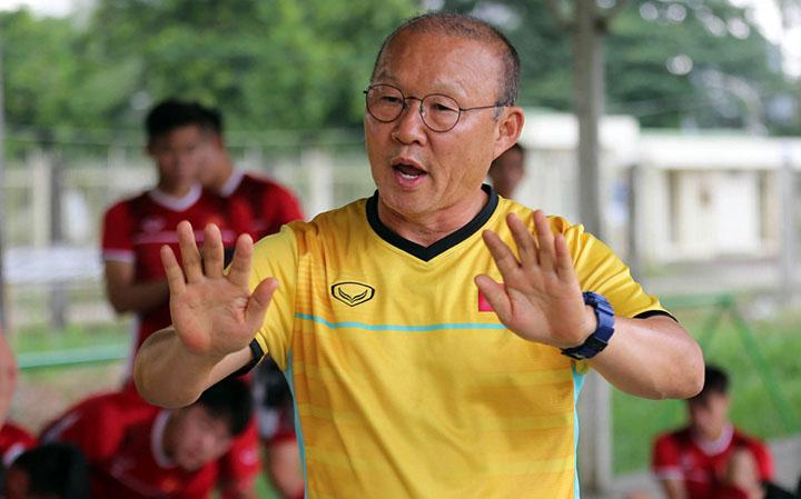 HLV Park Hang-seo cùng học trò đang ở Myanmar, chuẩn bị cho lượt trận thứ tư vòng bảng AFF Cup 2018. Ảnh: Đức Đồng.