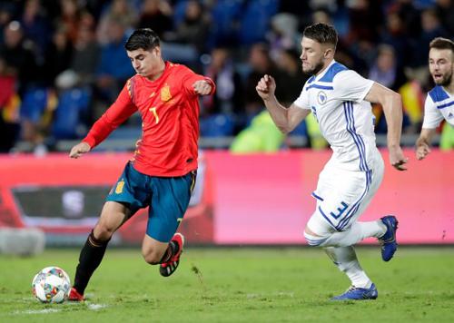 Morata (trái) có một trận đấu thiếu hiệu quả.