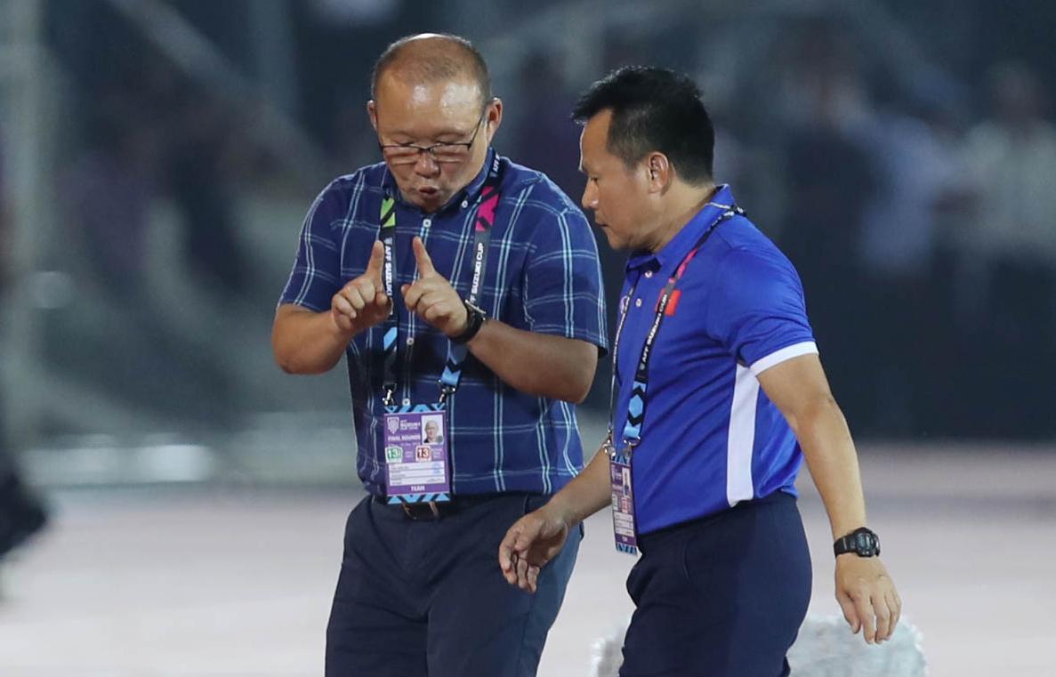 Bênh Công Phượng, thầy Park khẩu chiến với HLV Myanmar