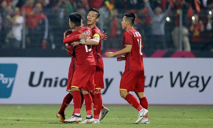 Quế Ngọc Hải (băng đội trưởng) là thủ lĩnh hàng phòng ngự Việt Nam tại AFF Cup 2018. Ảnh: AFF.