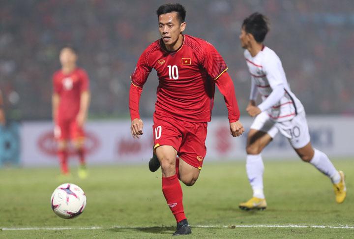 Văn Quyết vào sân ở hiệp hai khi Việt Nam hạ Campuchia 3-0 ngày 24/11. Ảnh: Đức Đồng