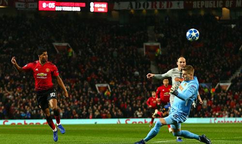 Rashford bỏ lỡ cơ hội ghi bàn với tình huống đối mặt thủ môn đầu trận đấu. Ảnh: AFP.