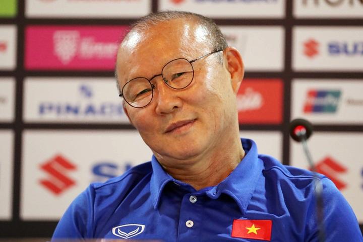 HLV Park Hang-seo trong buổi họp báo trước trận gặp Myanmar ở vòng bảng AFF Cup 2018. Ảnh: Đức Đồng.