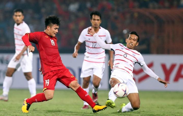 Quang Hải (áo đỏ) được cho là nhân tố nguy hiểm nhất với đối thủ của Việt Nam. Ảnh: Đức Đồng.