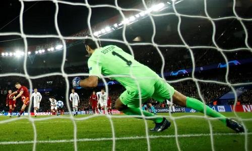 Milner đánh bại Buffon trong chấm phạt đền nhưng Liverpool không thể ghi thêm bàn trong hiệp hai. Ảnh: Reuters.