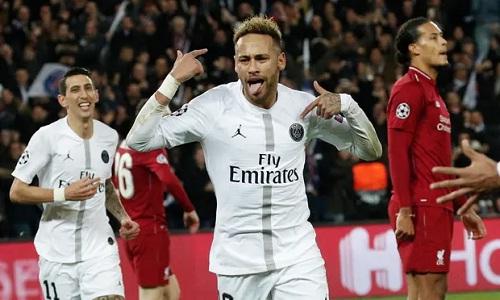 Neymar vui mừng sau khi ghi bàn thứ hai cho PSG vào lưới Liverpool. Ảnh: EPA.