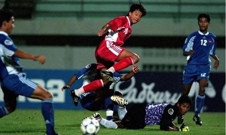 Việt Nam đánh bại Philippines 4-1 ở vòng bảng AFF Cup 2002.