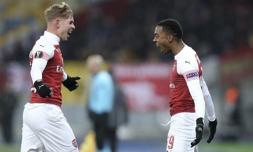 Smith-Rowe (trái) và Willock đều là những tài năng đang trưởng thành của Arsenal. Ảnh: Reuters.