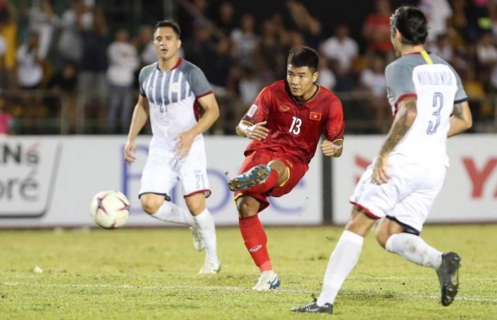 Việt Nam có thể đã thắng đậm hơn nếu Đức Chinh và Công Phượng chỉn chu trong các pha dứt điểm cuối trận. Ảnh: Lâm Đồng.