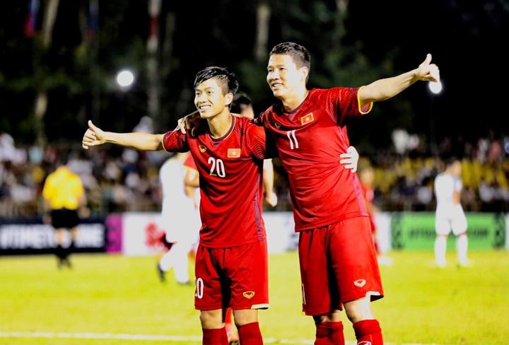 Cặp tiền đạo Song Đức là những người góp công trực tiếp giúp Việt Nam đánh bại Philippines với tỷ số 2-1 ở bán kết lượt đi AFF Cup. Ảnh: Lâm Đồng.