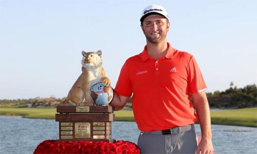 Jon Rahm lần đầu vô địch Hero World Challenge, sự kiện do Tiger Woods làm chủ. Ảnh: Golf365.