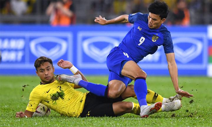 Aidil góp công giúp đội nhà vô hiệu quá Adisak ở trận lượt đi. Ảnh: AFF.