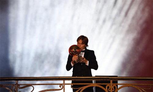 Modric thâu tóm giải thưởng cá nhân năm 2018. Ảnh; Reuters