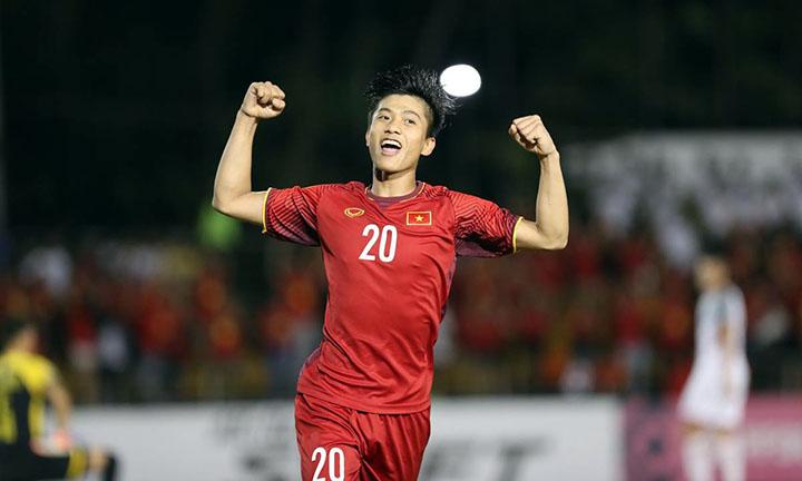 Văn Đức là cầu thủ hay nhất bán kết lượt đi giữa Philippines và Việt Nam. Tại AFF Cup 2018, tiền đạo SLNA đã có hai bàn, ngang thành tích với Quang Hải và Công Phượng. Ảnh: Lâm Đồng.