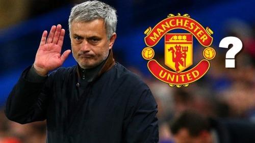 Mourinho từ chối cung cấp thông tin cho người nhà trước áp lực phải thắng Arsenal. Ảnh:AFP.