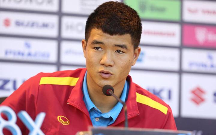 Đức Chinh phấn khởi khi lần đầu được ra sân tại AFF Cup trong trận bán kết lượt đi với Philippines. Ảnh: Đức Đồng.