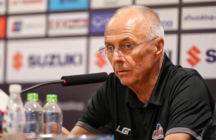 HLV Eriksson không giấu nỗi thất vọng trong cuộc họp báo sau trận. Ảnh: Giang Huy.