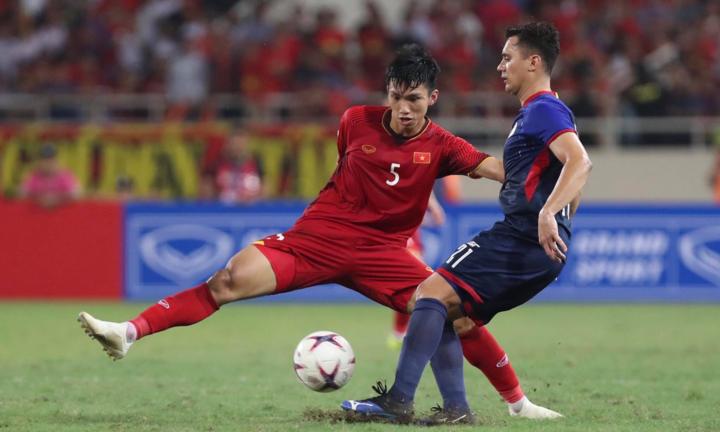 Hàng thủ Việt Nam bị Fox Sports đánh giá thấp dù mới thua hai bàn qua sáu trận tại giải. Ảnh: Đức Đồng.