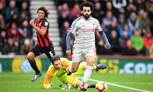 Nhờ cú hattrick vào lưới Bournemouth, Salah vươn lên đồng dẫn đầu danh sách ghi bàn với cùng 10 bàn như Aubameyang.
