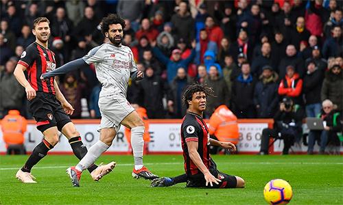 Salah lấy lại cảm giác bóng tuyệt vời, khi góp ba bàn trong trận thắng của Liverpool.