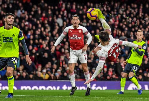 Torreira ghi bàn thứ hai trong vòng một tuần cho Arsenal.
