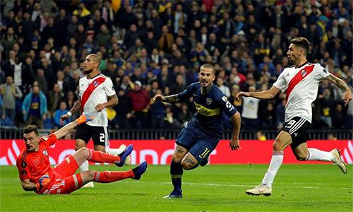 Benedetto mở tỷ số trận lượt về, nhưng không đủ để giúp Boca giành chiến thắng.