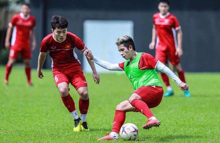 Sáng 12/12, những cầu thủ dự bị của Việt Nam đã ra sân của Liên đoàn bóng đá Malaysia tập luyện. Họ sẽ về nước vào buổi chiều cùng ngày. Ảnh: Đức Đồng.