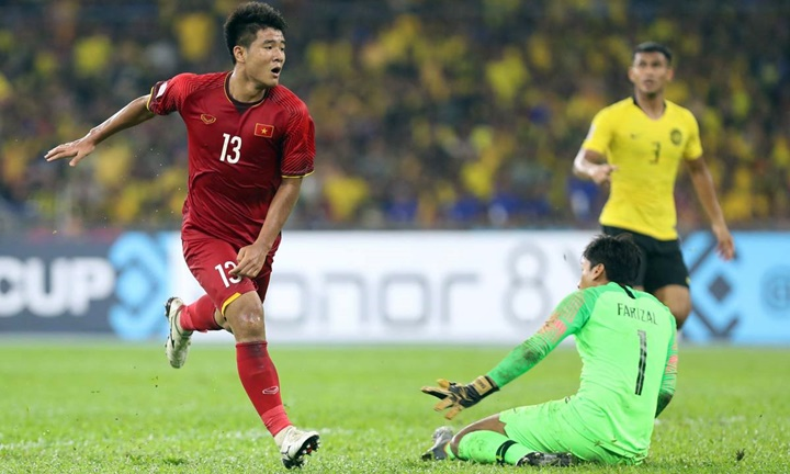 Đức Chinh bỏ lỡ cơ hội đối mặt với thủ môn Malaysia khi tỷ số đang là 2-0 nghiêng về Việt Nam. Ảnh: Lâm Đồng.