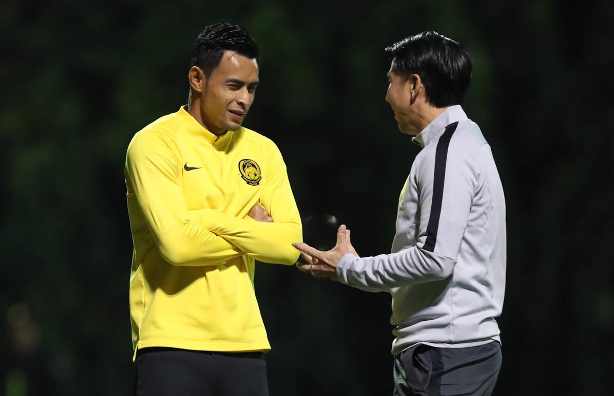 Malaysia tập luyện trong giá lạnh Hà Nội