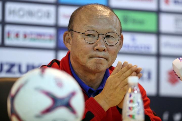 Ông Park bức xúc khi cầu thủ Malaysia tố Việt Nam đá rắn