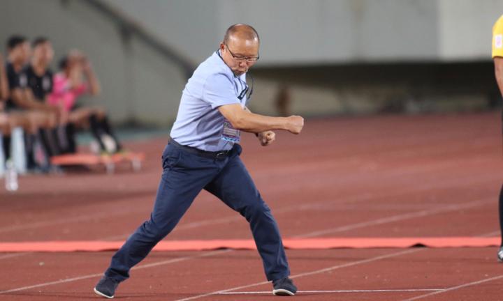 Với phong cách huấn luyện quyết đoán nhưng rất giải dị và hiệu quả, HLV Park Hang-seo được rất nhiều người yêu mến và kính nể. Ảnh: Đức Đồng.