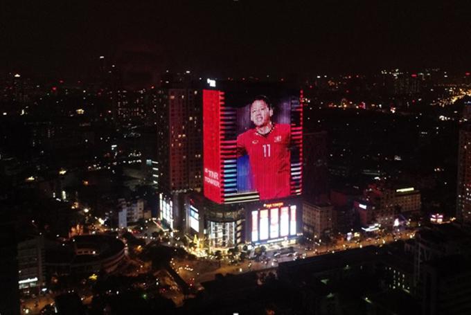 Tòa nhà đổi màu mừng chiến thắng của đội tuyển Việt Nam - ảnh 3