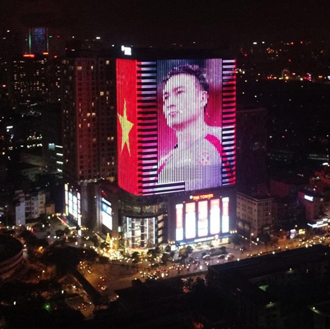 Tòa nhà đổi màu mừng chiến thắng của đội tuyển Việt Nam - ảnh 2