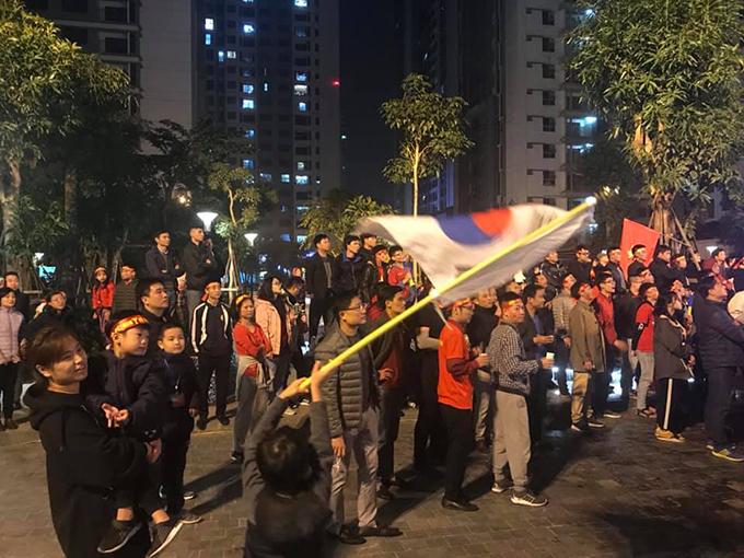 Tòa nhà đổi màu mừng chiến thắng của đội tuyển Việt Nam - ảnh 6