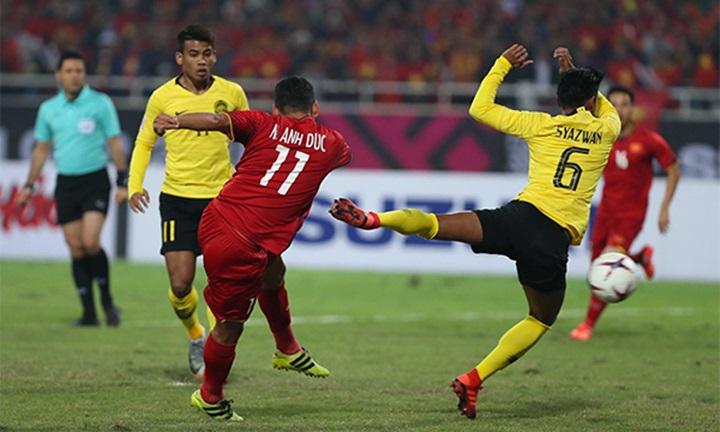 Cú vô-lê thành bàn của Anh Đức đầu hiệp một chung kết lượt về, mở ra chiến thắng cho Việt Nam. Ảnh: Đức Đồng.