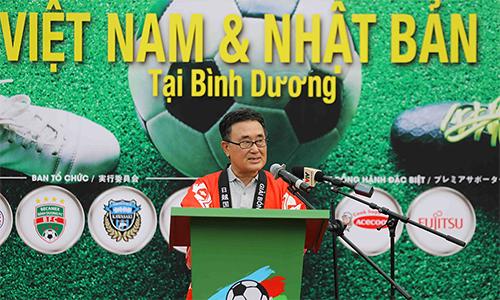 Tổng lãnh sự Junichi tin tưởng bóng đáViệt Nam sẽ còn tiến bộ nhiều hơn nữa trong ít năm tới, khi công tác đào tạo trẻ được chăm chút. Ảnh: HĐ.