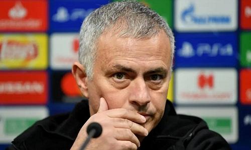 Mourinho đang chịu nhiều sức ép trong năm thứ ba dẫn dắt Man Utd. Ảnh: Reuters.
