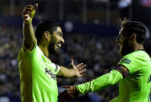 Bộ đôi Messi - Suarez làm nên bàn mở tỷ số hoàn hảo. Ảnh: Reuters