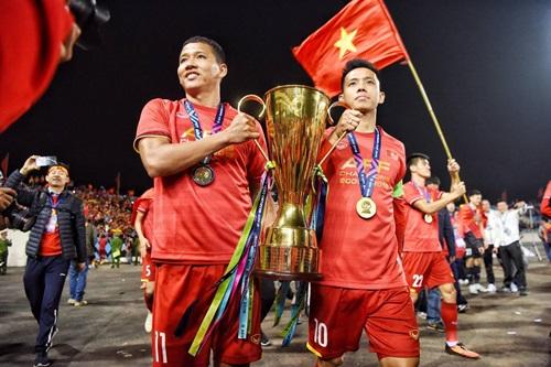 Anh Đức (trái) và Văn Quyết không có tên trong đợt tập trung lần này. Ảnh: Lâm Đồng.