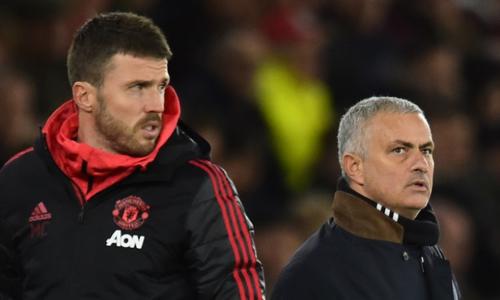 Carrick (trái) sẽ làm quyền HLV của Man Utd cho đến cuối mùa. Ảnh: Reuters.