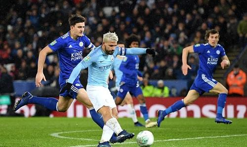 Đá chính và giữ băng đội trưởng nhưng Aguero lại quá phung phí cơ hội trước Leicester. Ảnh: PA.